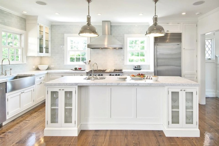 White kitchen cabinets with stainless steel appliances for Kitchen designs with white cupboards