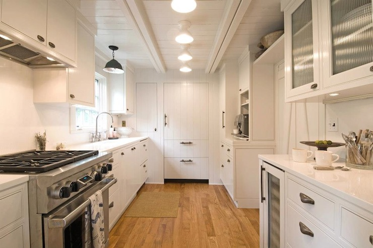 White Plank Ceiling Cottage Kitchen Hampton Design - Galley kitchen ceiling lighting