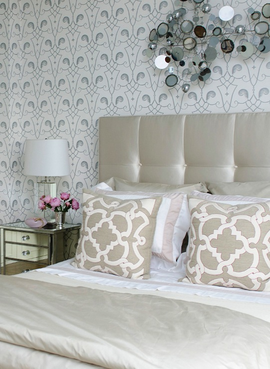 white and silver wallpaper contemporary bedroom vogue. Black Bedroom Furniture Sets. Home Design Ideas