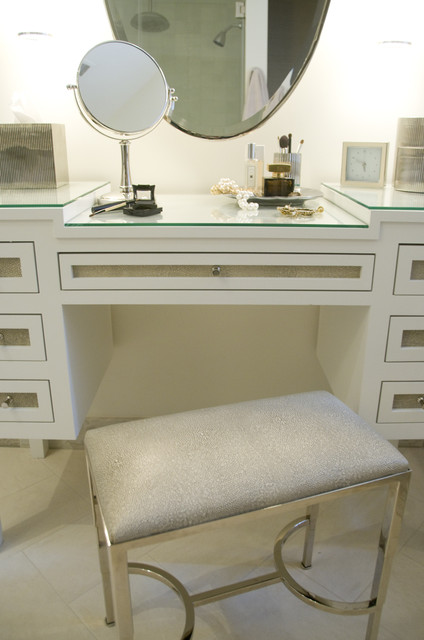 Mirrored Vanity Traditional bedroom Sandra Nunnerley