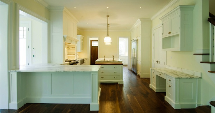 Small Kitchen with Peninsula Traditional kitchen Elizabeth