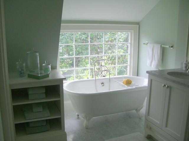 Attic bathroom cottage bathroom molly frey design for Budget salle de bain 10m2