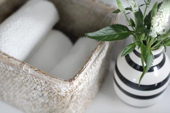 Bathroom Towel Basket Cottage Bathroom Stylizimo Blog