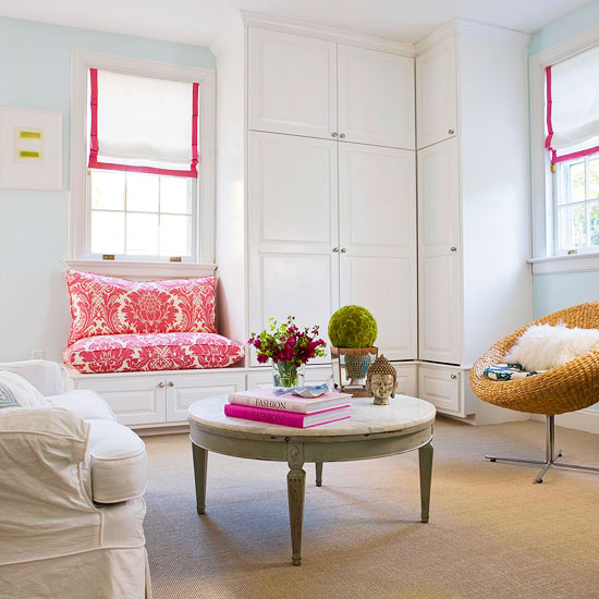 Hot pink living room bench design decor photos for Hot pink living room ideas
