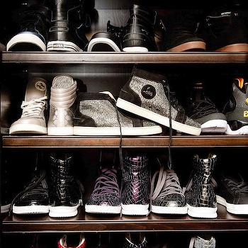 Walk In Closet Shoe Shelves Design Ideas