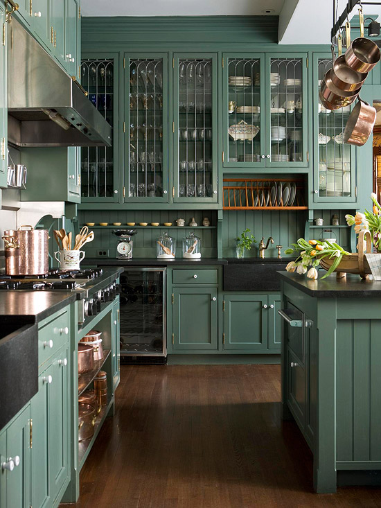 Hunter green cabinets country kitchen bhg for Kitchen cabinets green