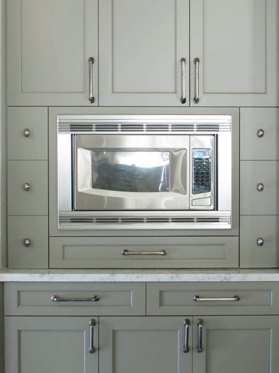 Gray Green Shaker Cabinets Finished In Benjamin Moore Gettysburg Gray