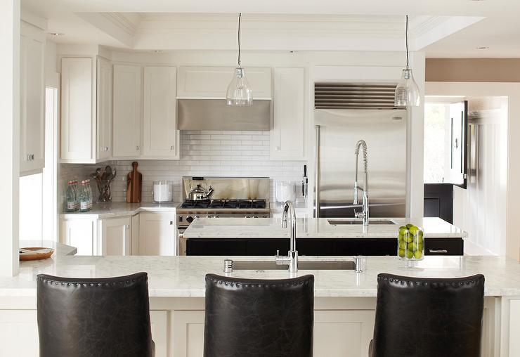 White and black kitchen design contemporary kitchen benjamin moore super white urrutia design - Super ktchen desgn dzayn ...