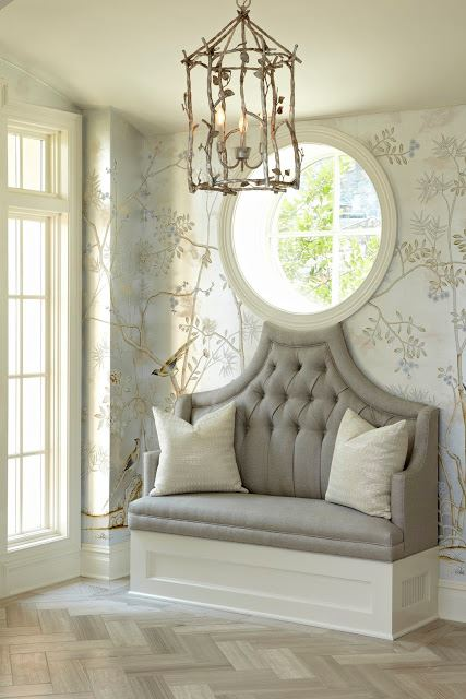 Foyer settee design ideas for Elegant foyer ideas