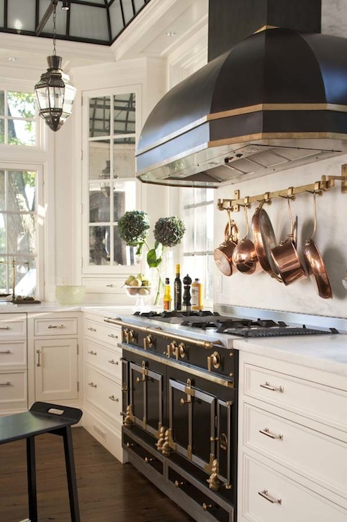 Custom Black Kitchen Hood Design Ideas
