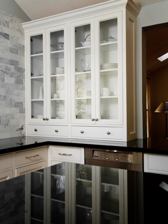 glass front kitchen cabinets traditional kitchen. Black Bedroom Furniture Sets. Home Design Ideas