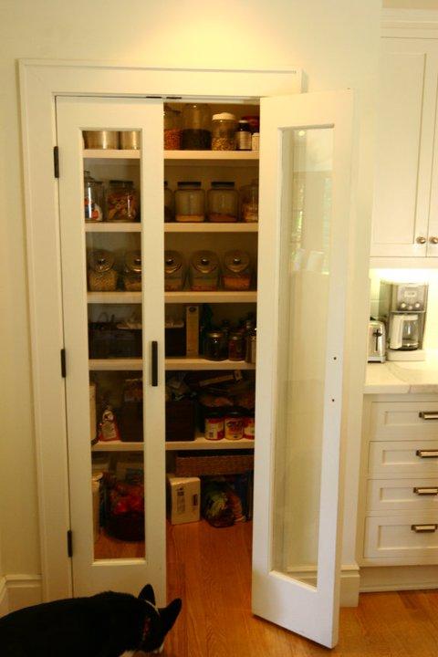 Bi fold pantry doors design ideas for Bi fold doors for kitchen cabinets