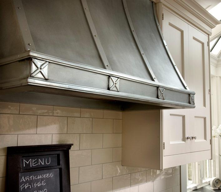 Kitchen cabinet crown molding design ideas for Kitchen zinc design