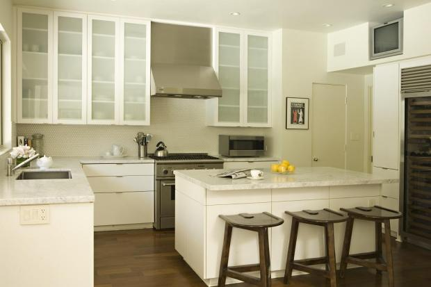 fantastic modern l shaped kitchen with modern offwhite kitchen cabinets paired with kashmir white granite countertops