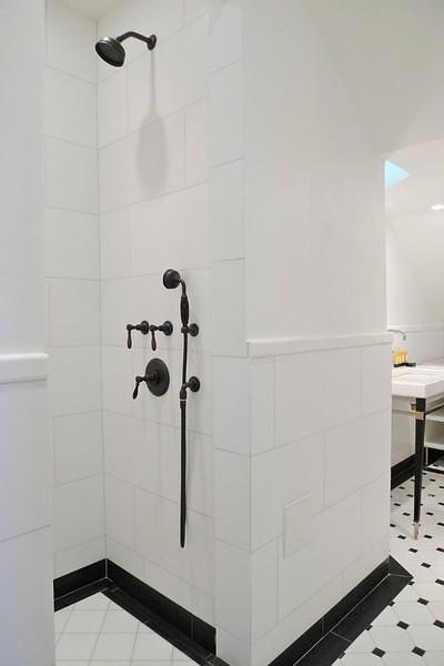Black and White Bathroom - Contemporary - bathroom
