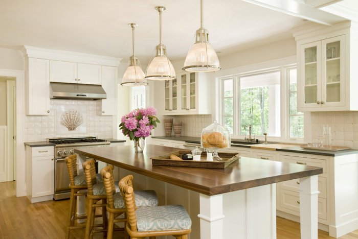 Seagrass bar stools cottage kitchen lou lou 39 s decor for Beautiful white kitchen designs