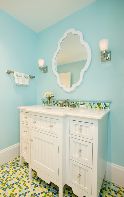 Fun And Fresh Bathroom Design With Bright Turquoise Walls