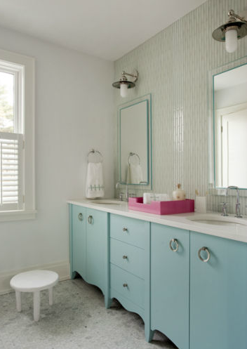Superieur Chic Turquoise Blue Girlsu0027 Bedroom With Turquoise Blue Scalloped Double Bathroom  Vanity With White Quartz Countertop And Oval Sinks Paired With Modern ...
