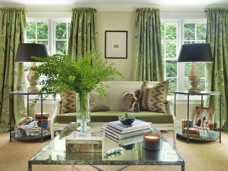Green curtains cottage living room hudson interior for Decoration cottage maison