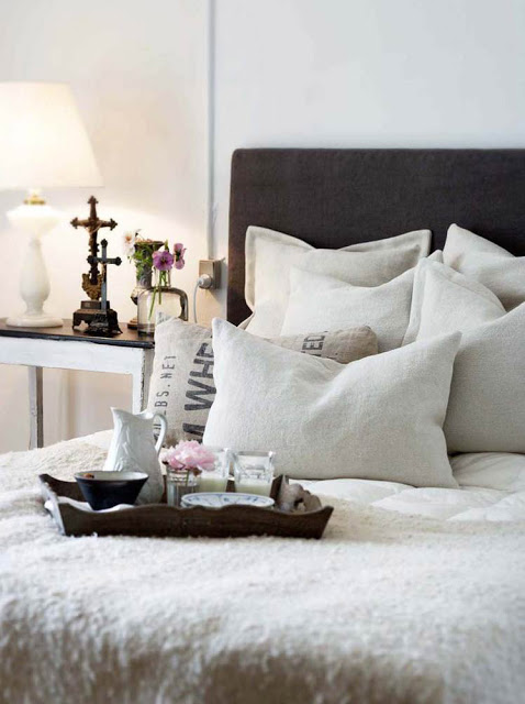 Chic Cottage Bedroom With Black Headboard French Grain Sack Pillows And Soft White Bedding
