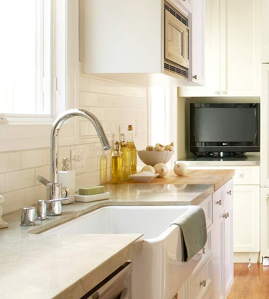 Limestone countertop transitional kitchen benjamin for Decorators white kitchen cabinets