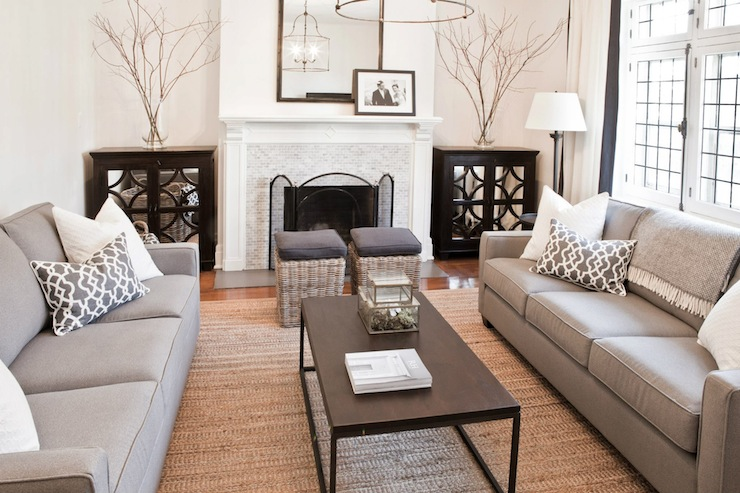 Sofas facing each other contemporary living room - Salon gris beige et blanc ...