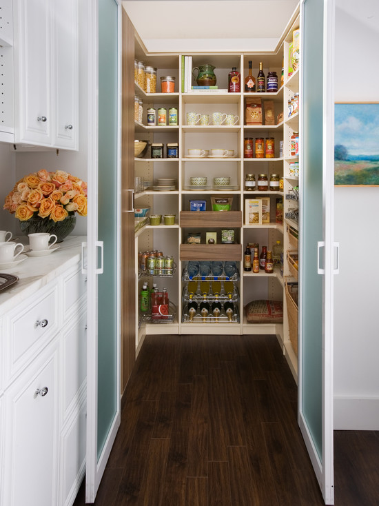 Frosted glass pantry doors contemporary kitchen for Kitchen designs with walk in pantry