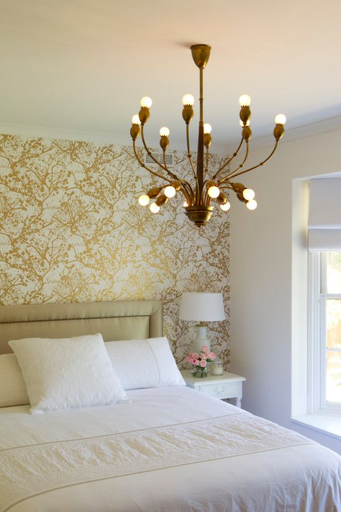 Gold metallic wallpaper design ideas - White and gold room ...