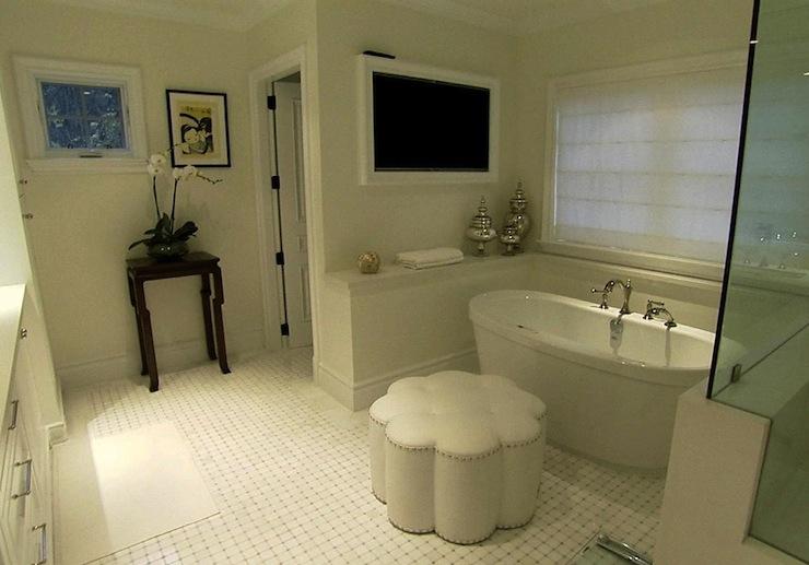 Flatscreen tv nook design ideas for Master bathroom ottoman