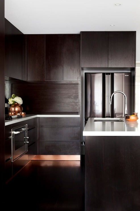 Espresso Kitchen Cabinets With Mirrored Backsplash