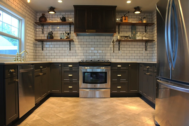 Travertine subway tile backsplash design ideas for Charcoal gray kitchen cabinets