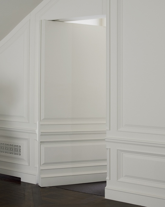 Hidden Door : wainscoting door - pezcame.com