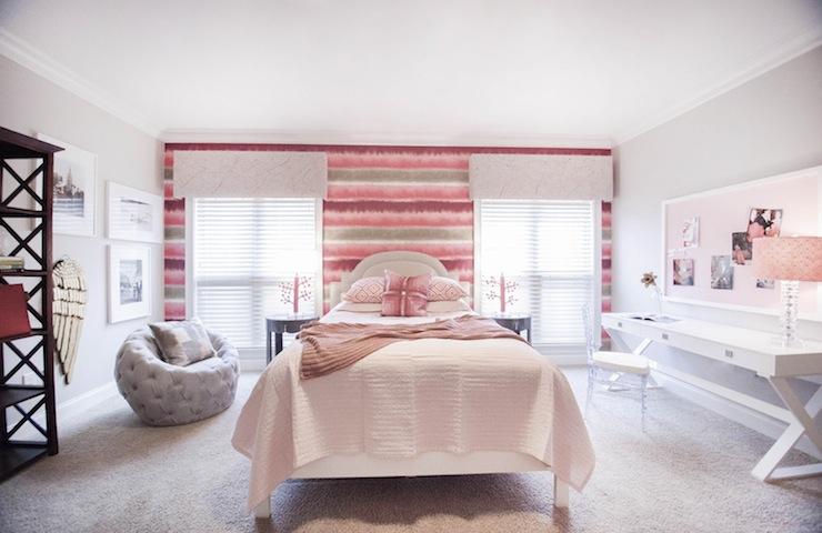 Acrylic Vanity - Cottage - living room - BHG