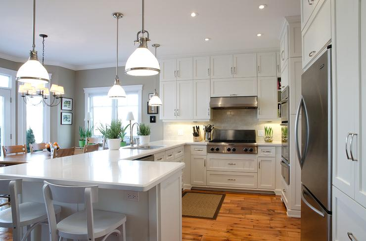 Benjamin Moore White Dove Cabinets In Traditional Kitchen
