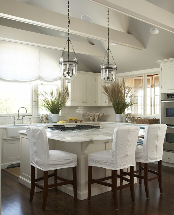 10 Beautiful White Beach House Kitchens: Rustic Wood Beams