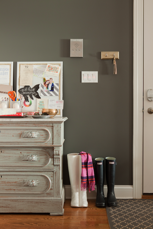 Benjamin moore kendall charcoal eclectic entrance for Charcoal gray paint