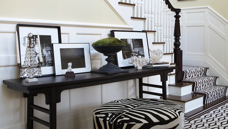 Round Black Foyer Table Design Ideas