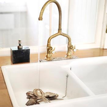 Brass Bridge Faucet Design Ideas