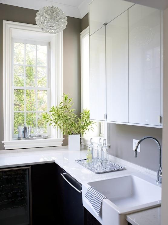 White Lacquer Kitchen Cabinets