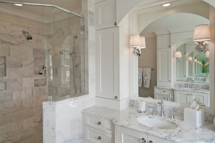 Benjamin Moore Decorator S White Traditional Bathroom