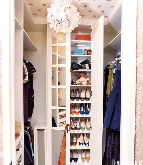 Charmant Celerie Kemble   Amazing Small Yet Chic Walk In Closet Features Floor To  Ceiling Mirrored Shoe Cabinet And Star Wallpapered Ceiling.