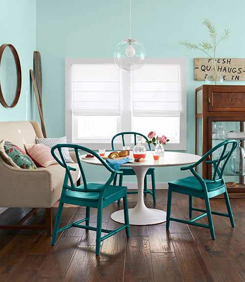 Turquoise dining chairs country kitchen benjamin for Teal dining room decorating ideas