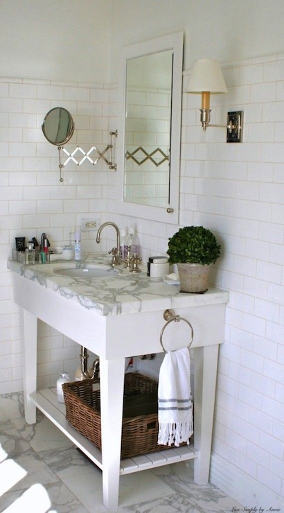 Cottage bathroom ideas cottage bathroom simply seleta for Simply bathrooms