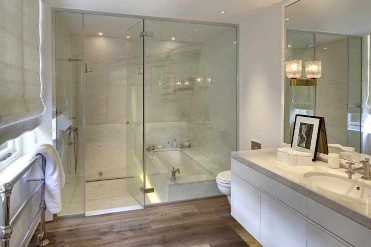 Bathtub in shower contemporary bathroom - Banera y ducha ...