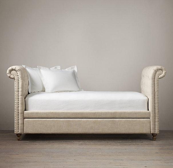 Tufted linen ivory chesterfield daybed for Divan trundle bed