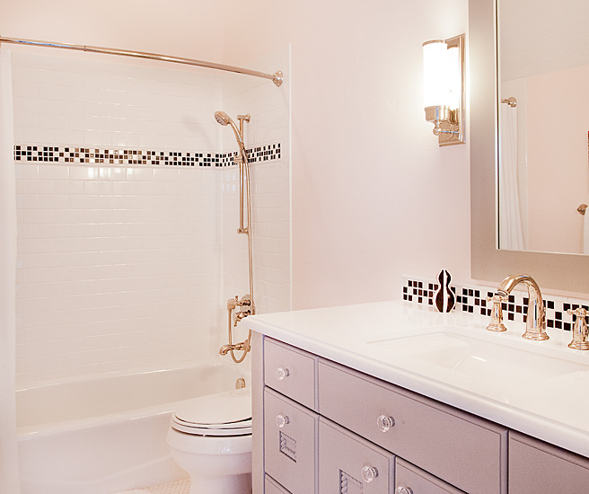 Black and white border tiles transitional bathroom White border tiles bathrooms