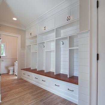 Built in mud room lockers design ideas for Built in lockers