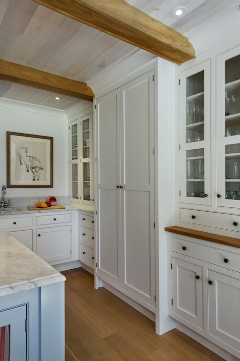 Country Kitchens With Low Ceilings