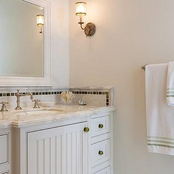 White cabinets with oil rubbed bronze hardware design for White bathroom cabinets with bronze hardware