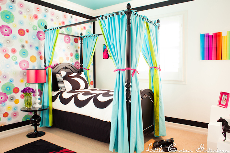 Black Canopy Bed